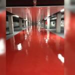 Reparamos los suelos de aparcamientos mediante aplicación de revestimientos a base de pinturas de poliuretano, los cuales les confieren una gran resistencia a la abrasión y una gran calidad estética e higiénica.
