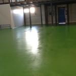 Pavimentos de resina epoxi industriales que se destacan por su alto rendimiento en ambientes agresivos por su gran resistencia a impactos, abrasión o vertidos.